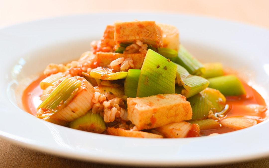 Schnelles Tofu Gericht mit Porree und Reis