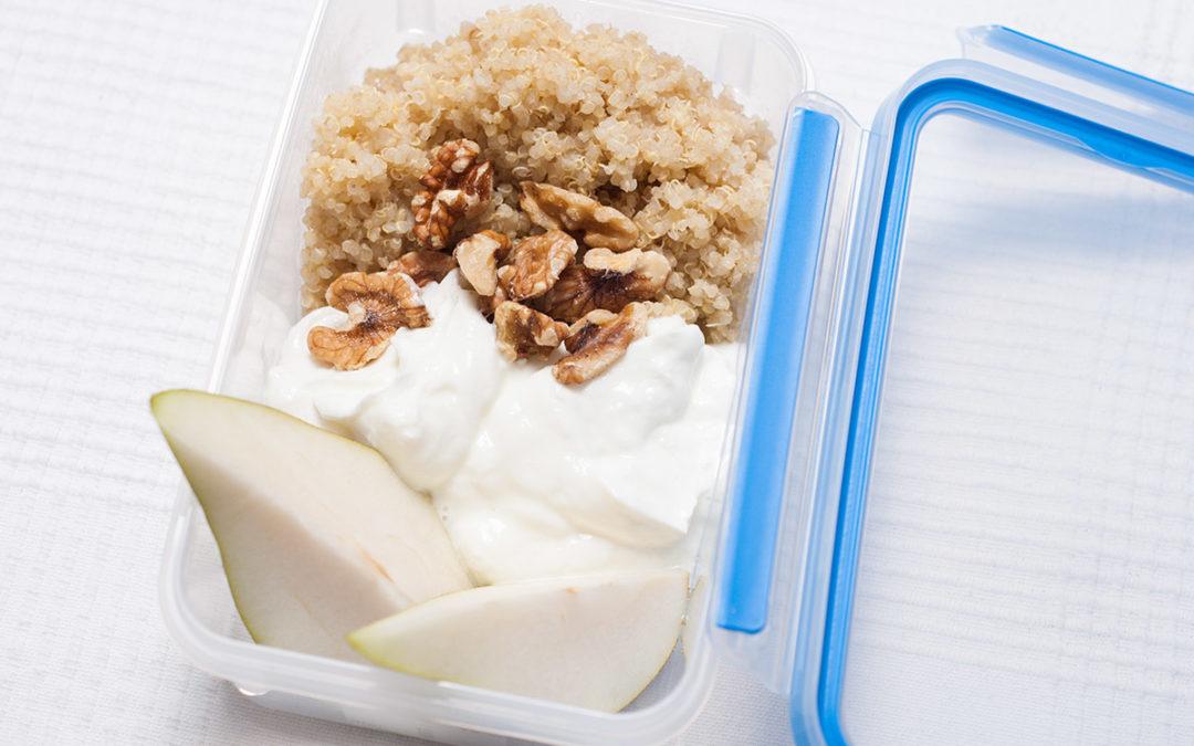 Einfache Quinoa-Quark-Birnen Mischung mit Walnüssen